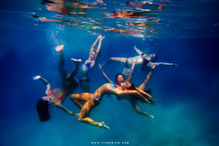 (SARA LEE) Tags: ocean blue girls sea texture pose hawaii underwater five group bikini refraction bigisland ashleys sup kona lymans sarahlee aliidrive hypr legothenego standuppaddle alyssaf marcailm jourdanc vivantvie