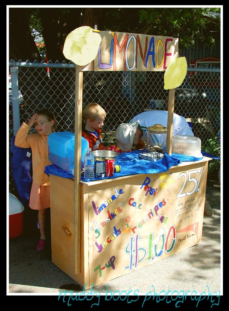 lemonade stand - sunny