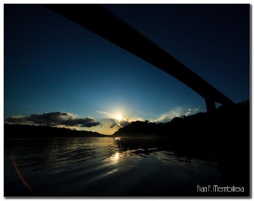 Puente Internacional Tancredo, Río Iguazú