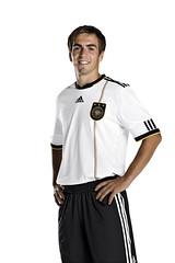 Philipp Lahm mit dem WM 2010 Trikot klassisch (adidasfussball) Tags: deutschland weltmeisterschaft jersey worldcup adidas sdafrika 2010 fusball trikot dfb nationalelf teamgeist philipplahm techfit nationalmeisterschaft