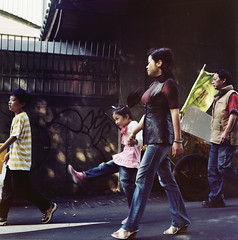 Enjoy! ( ken ) Tags: street 120 6x6 film kids child minolta taiwan taipei      autocord