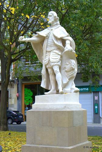 Estatua en el Paseo de Sarasate, Pamplona