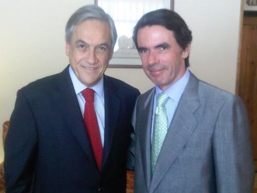 Con José María Aznar en en seminario de partidos populares europeos  por Sebastian Piñera.
