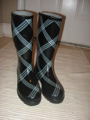 Yep, I wore these today.... my feet stayed totally dry.  I need to work on the rest of the outfit... I might have been dry but Im sure I was a fashion dont!!