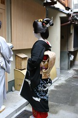 TanejuErikae9 (Toshiha_DrowElfMorwen) Tags: kyoto cranes maiko geiko geisha kimono obi katsura miyagawacho hanamachi sakko kanzashi erikae taneju sakkou
