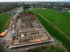 Strawboard factory 'de Toekomst' ('Future') being restored (KAPturer) Tags: kite holland industry netherlands dutch industrial factory ruin aerial stack fromabove steam ruine cardboard smokestack restoration kap groningen birdseyeview kiteaerialphotography nighthawk luchtfoto fabriek restauratie vanboven vlieger vogelvlucht industrialarchaeology toekomst scheemda detoekomst strokarton vliegerfoto lx3 strawboard strokartonfabriek dunecam scheemdermeer kapturer 201109 kiwidelta simonbenus