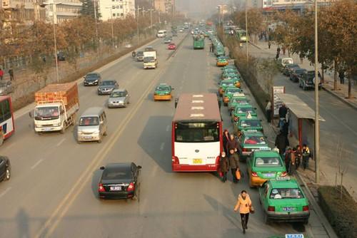 出租车再次排起长队加气