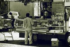 """""""lasciame perde!..."""" (Daniele Peruzzi) Tags: road street light people bw italy white black face eyes hands nikon focus strada italia shadows gente expression mani bn persone occhi mercato bianco nero viso lazio anagni volti facce prodotti ambulante ciociaria roob d80 nikond80"""