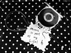 Msica sempre... (fabricio leal.) Tags: music cd pb bolinhas fone peb iluminao discman caneta composio