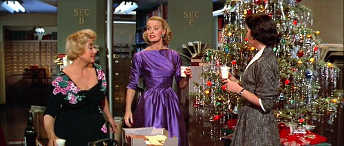 deskset_xmasparty_purpledress