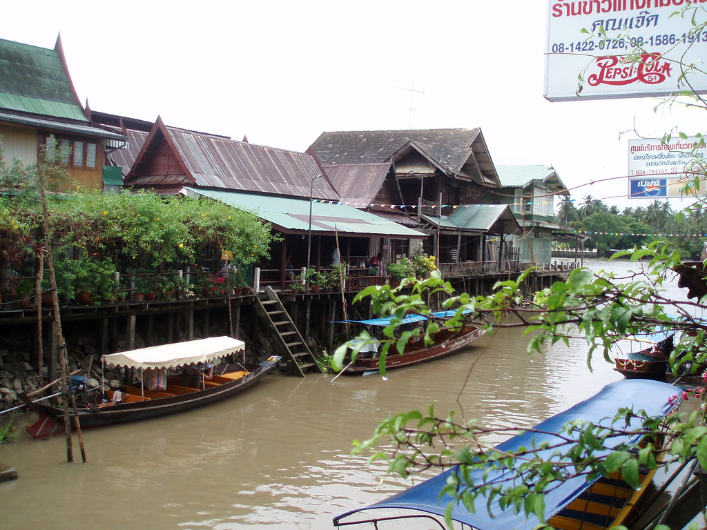 107 Amphawa Floating Market