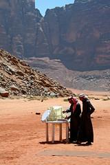 Il tè nel deserto (Eye Light) Tags: blue sky digital canon eos rocks colours desert blu wadirum jordan cielo te rocce colori beduins deserto beduini giordania