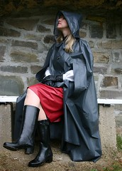 IMG_5918 (klepptomanie) Tags: rock boots skirt latex cape raincoat rainwear gummistiefel klepper raincape kleppercape