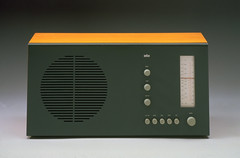 SuperHet VHF and medium wave radio, Braun, 1961 designed by Dieter Rams and Hans Gugelot (Eye magazine) Tags: eye art illustration magazine typography photography design graphicdesign graphic events arts editorial braun dieterrams eyemagazine visualculture productdesign eyeblog typographicdesign designcriticism theinternationalreviewofgraphicdesign blogeyemagazinecom wwweyemagazinecom eyeevents