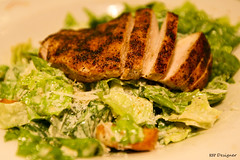 Salada Caesar com frango grelhado - Caesar Salad with grilled chicken