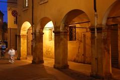 rua del muro 02 (Antonio_Trogu) Tags: italien italy nikon italia modena portici 18200 2009 italie emiliaromagna d40 nikon18200 nikond40 ruamuro trogu antoniotrogu