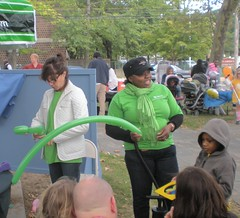 Balloon Sculpting At Family Fun Day (smaginnis11565) Tags: newjersey essexcounty montclair familyfunday tdbank cranepark balloonsculpting 92609