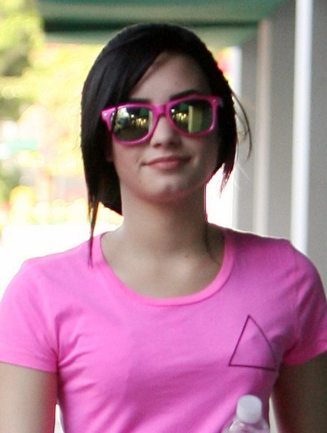 demi-lovato-pretty-in-pink-5