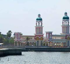 Harbor - Ujung Pandang (Makassar), Indonesia (waynedunlap) Tags: world travel indonesia harbor escape plan your now indonesian ujung gurus makassar pandang unhook unhooknow