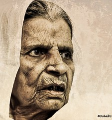 Not a Crabby Old Woman !! (Xohaib') Tags: old pakistan canon grandmother whatdoyousee oldwoman punjab seeme granny dadi aging lahore crabby greatgrandmother nani 1000d featuredonadidap