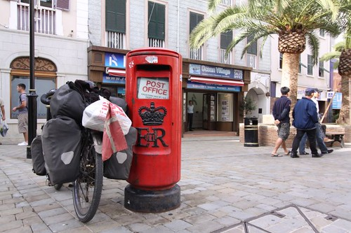 So British (mail box), so Dutch (my bike)...