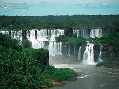 Iguazu Falls - Janeiro/2010 (larissa.suellen) Tags: blue brazil sky paran argentina natureza cu falls cataratas iguazu devilsthroat iguau iguazufalls cataratasdoiguau gargantadodiabo larissasuellen setemaravilhasdanatureza greatestplaces