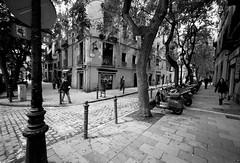 Plaa de Sant Pere (d.o.n.d.u) Tags: barcelona leica film analog born wide super f45 400 plus hp5 m2 ilford 15mm voigtlnder heliar dondu