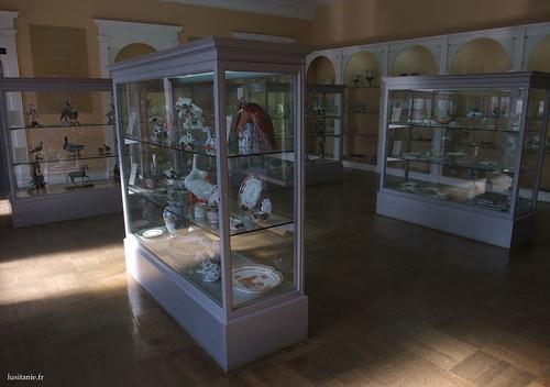 Numerosos objectos de porcelana valem a pena 1000 vezes que se perde um pouco de tempo para cada um deles.