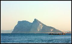 El Pen de Gibraltar (Doenjo) Tags: sea espaa beach geotagged andaluca campodegibraltar lalneadelaconcepcin canoneos450d elpendegibraltar doenjo lmdd