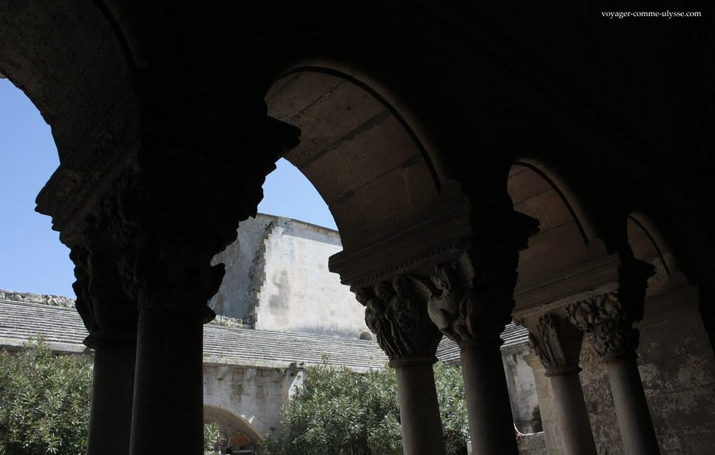 Les chapiteaux de l'Abbaye de Montmajour sont l'une des raisons du succès de ce monument