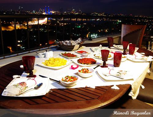 Ahmed-Pınar Akşam Yemeği Sofrası