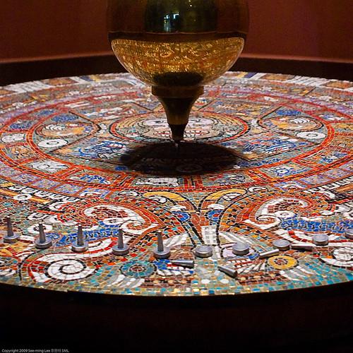 Foucault's Pendulum + Aztec Calendar Stone / 20090802.10D.51376.C2 / SML
