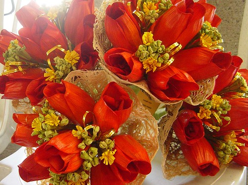 rose flowers bouquet. cornhusk rose flower bouquet,