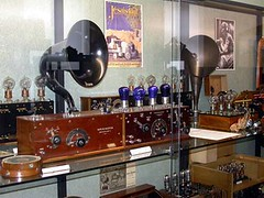 Salle de la radio02-r (Geher) Tags: france radio de son musée sound museums orgues yonne enregistrement barbarie cylindres tournedisques stfargeau limonaires magnétophones