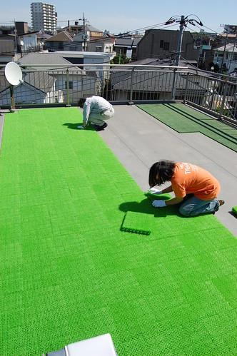 屋上の人工芝はり