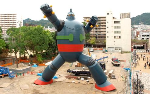090930 - 原尺寸比例的18公尺高「鐵人28號」正式完工,成為永久戶外展示建築