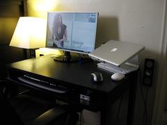 IMG_1617 (T J M) Tags: scarlett apple rain 22 book design mac inch desk samsung speaker pro remote z4 lcd 13 710 logitech lx johansson macbook 13inch mstand lx710 2253bw