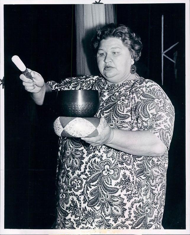 Gundella Detroit News Press Photo 3a 1973
