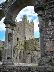 cloister arcade at Jerpoint to church