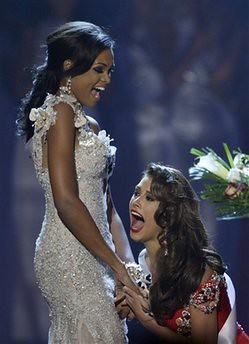 Stefania Fernandez reacts on winning Miss Universe 2009 title