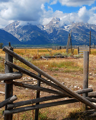 The old corral (bettyeich) Tags: mountains tetons nationalparks grandtetonnationalpark