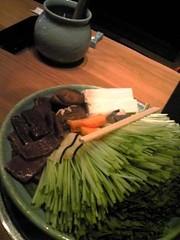 くじらのお肉と山盛りの水菜。。