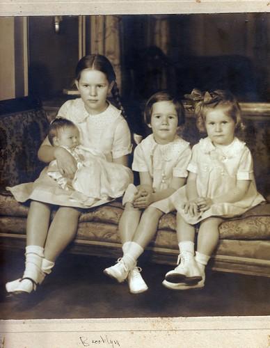 Grandma (holding Bev), Nadine, Sandra