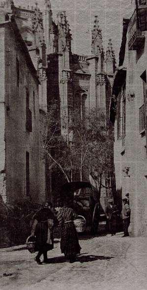 Calle de los Reyes Católicos y San Juan de los Reyes en Toledo hacia 1914. Fotografía de James Craig Annan. Fondo Fotográfico de la Universidad de Navarra
