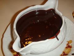 Chocolate a discreción ofrecido junto a las Filloas de nata