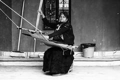 tessitrice (Dalia-Nera) Tags: sguardi ritratto donnamessicana tessitura reportage messicanpeople bambino