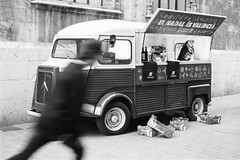 Film: Food Truck (and Skater...) (rafa.esteve) Tags: film blackandwhite blackwhite kodak kodaktmax400 tmax 400tmx