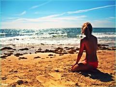 SUMMER'S END (nana <>) Tags: viaje summer beach girl sand playa arena explore triste end olas despedida horizonte wawes