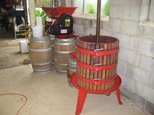 Grape-pressing equipment