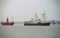 THV Mermaid towing No. 6 ALV (South Goodwin), at Harwich, 30/10/85 (John In Pink) Tags: mermaid 1985 harwich trinityhouse lightvessel buoyant lv6 southgoodwin